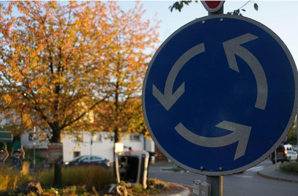 Beim Ausfahren aus einem Kreisverkehr hat ein Autofahrer einen Fußgänger übersehen. Foto: SDMG/ Woelfl