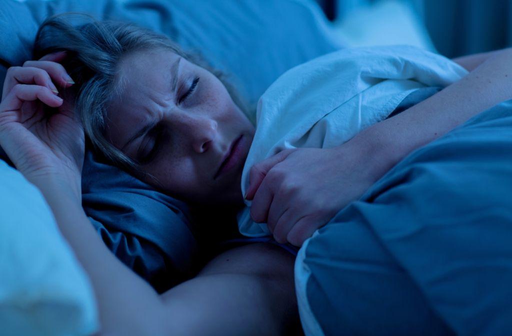 Wer über längere Zeit nicht richtig oder gar nicht geschlafen hat, weiß wie quälend und gesundheitsgefährdend Schlafprobleme sind. Foto: dpa