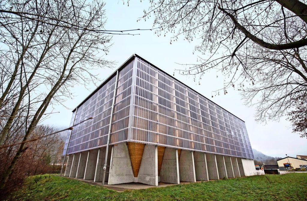 Solide und optisch leicht zugleich: die Außenhülle des Salzlagers in Geislingen ist 30 Meter lang, 18 Meter breit und am höchsten Punkt elf Meter hoch Foto: Michael Steinert