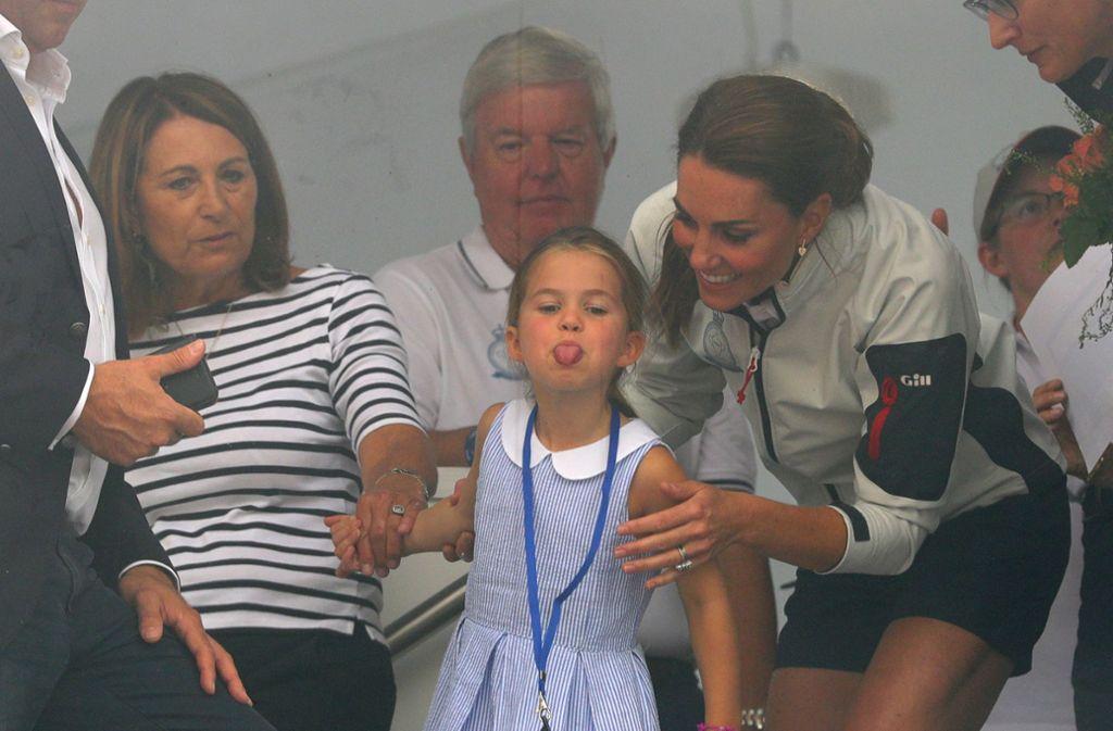 Mit ihrer Aktion brachte Prinzessin Charlotte die Regatta-Gäste zum Lachen. Foto: dpa
