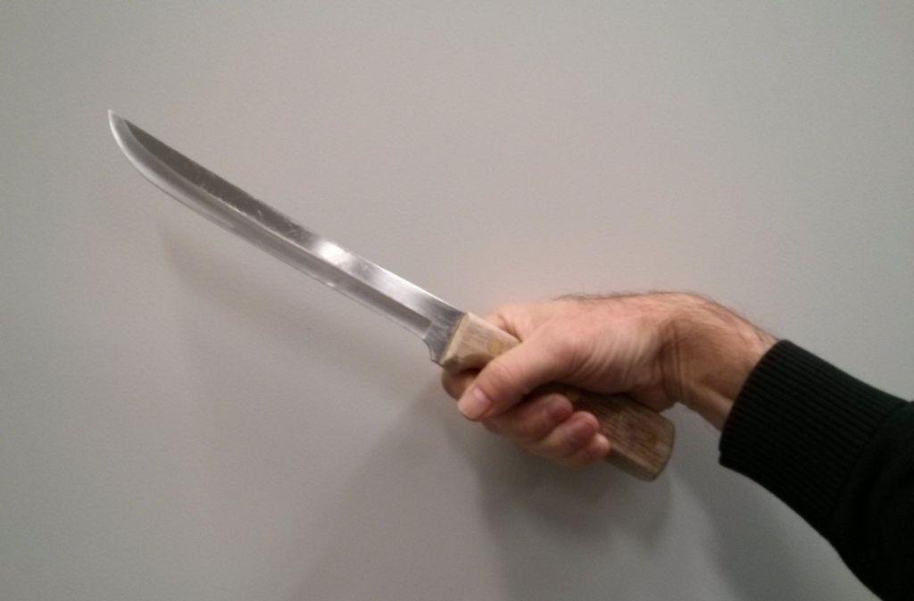 Mit einem 17 Zentimeter langen Fleischermesser hat der 20-Jährige den Vater seiner Ex-Freundin angegriffen (Symbolbild). Foto: Obst