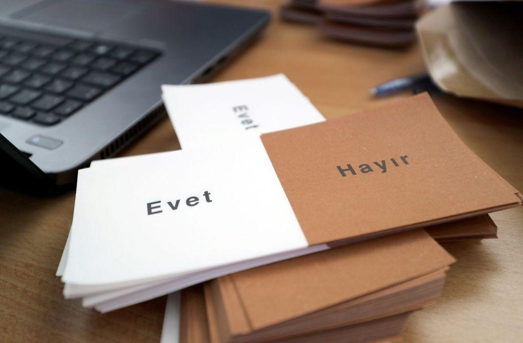 """Jasager haben es leicht in der Türkei. Wer mit Nein (""""Hayir"""") stimmen will, hingegen nicht. Foto: dpa"""