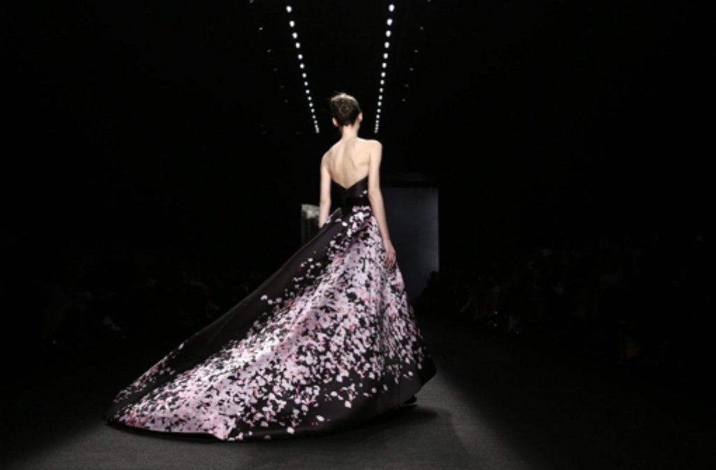 Auf der Fashion Week in New York ein eher seltener Anblick: Luxusroben wie diese von Monique Lhuillier. Foto: dpa