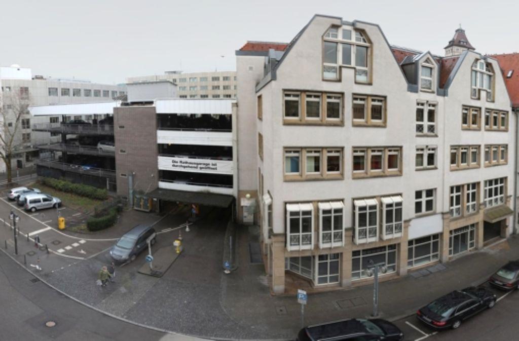 Die alte Rathausgarage soll abgerissen werden. Foto: Achim Zweygarth