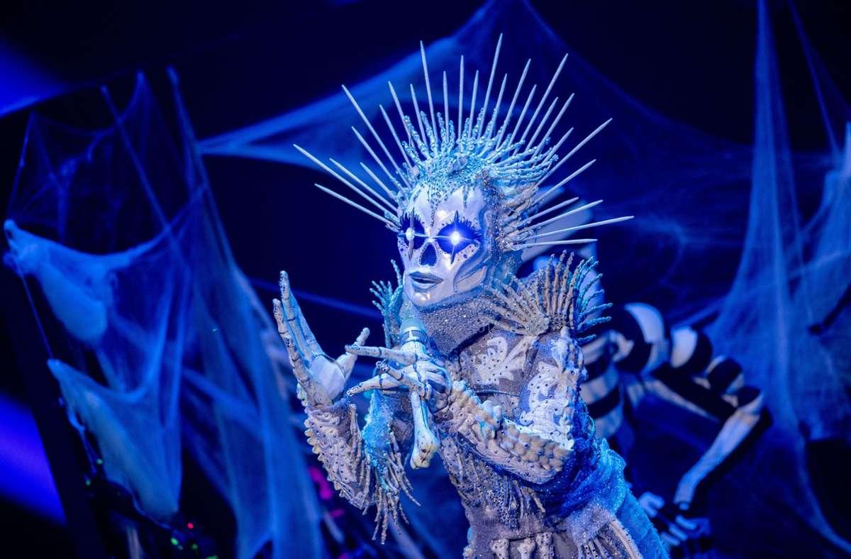 Beim Skelett tippen viele Zuschauer auf Sarah Lombardi. Foto: dpa/Rolf Vennenbernd