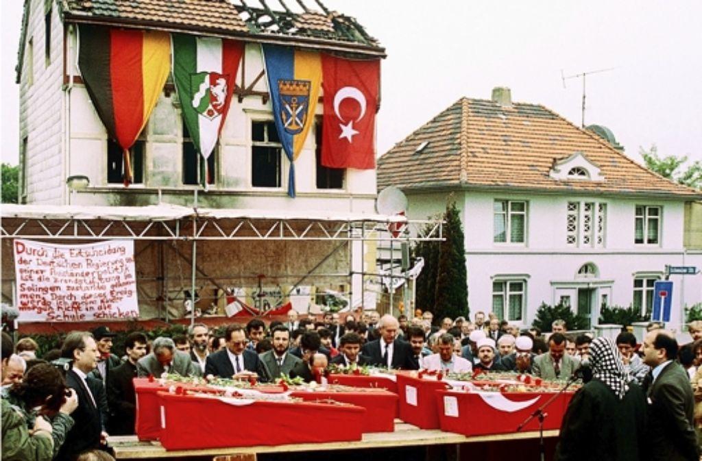 In der Nacht zum 29. Mai 1993 starben bei einem Brandanschlag auf ein von Türken bewohntes Haus in Solingen fünf Frauen.  Es ist eine der schlimmsten fremdenfeindlichen Taten im Nachkriegsdeutschland. Foto: dpa