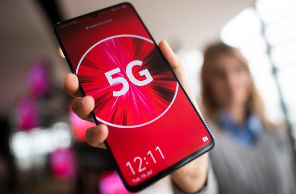 Telefone für den 5G-Standard gibt es bereits. Aber der Ausbau des entsprechenden Mobilfunk-Netzes in Deutschland geht nur schleppend voran. Foto: dpa/Federico Gambarini
