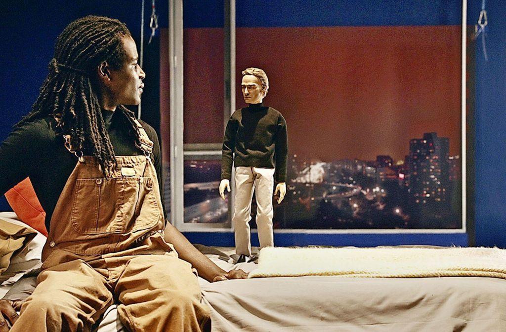 """Cécile B. Evans kombiniert in ihrem Video """"Amos' World""""  Reale Bilder mit animierten Figuren. Foto: Evans"""