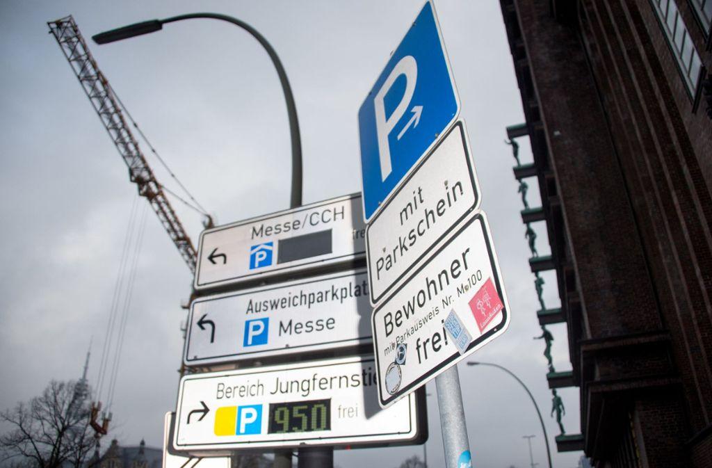 Ein modernes Parkleitsystem, wie hier in Hamburg, soll es bald auch in Leonberg  geben. Foto: dpa