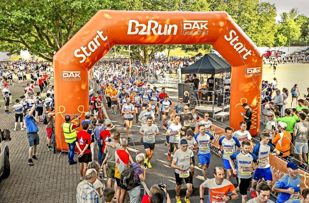 6900 Teilnehmer sind beim Firmenlauf B2Run am Start gewesen. Foto: 7us