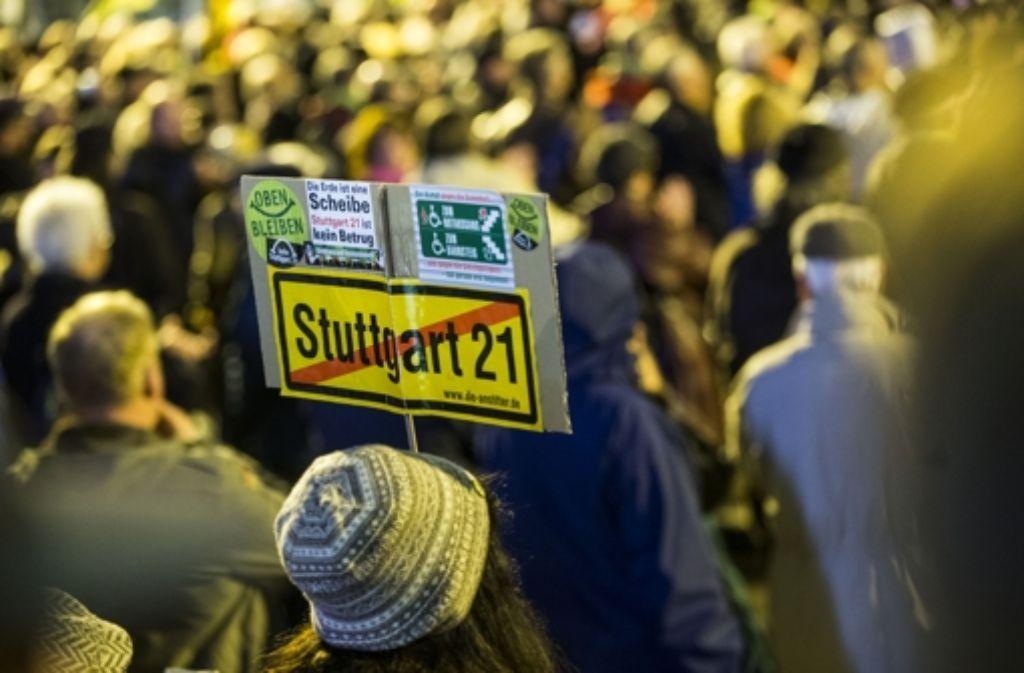 Die Demo darf den Reiseverkehr nicht behindern. Foto: Achim Zweygarth
