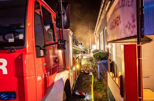 Reifenstapel bei Werkstatt in Bonlanden fängt Feuer