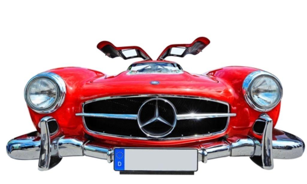 Teurer Oldtimer: auch um einen solchen Mercedes Flügeltürer wird in dem Zivilprozess gestritten. Foto: dpa