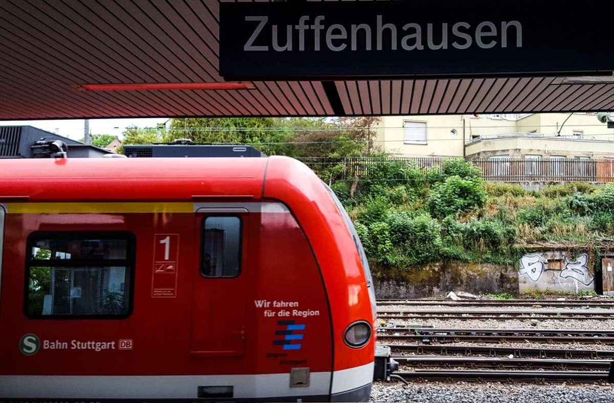 Die Kontrolleure stiegen am Bahnhof Zuffenhausen mit der jungen Frau aus (Archivbild). Foto: Lichtgut/Max Kovalenko