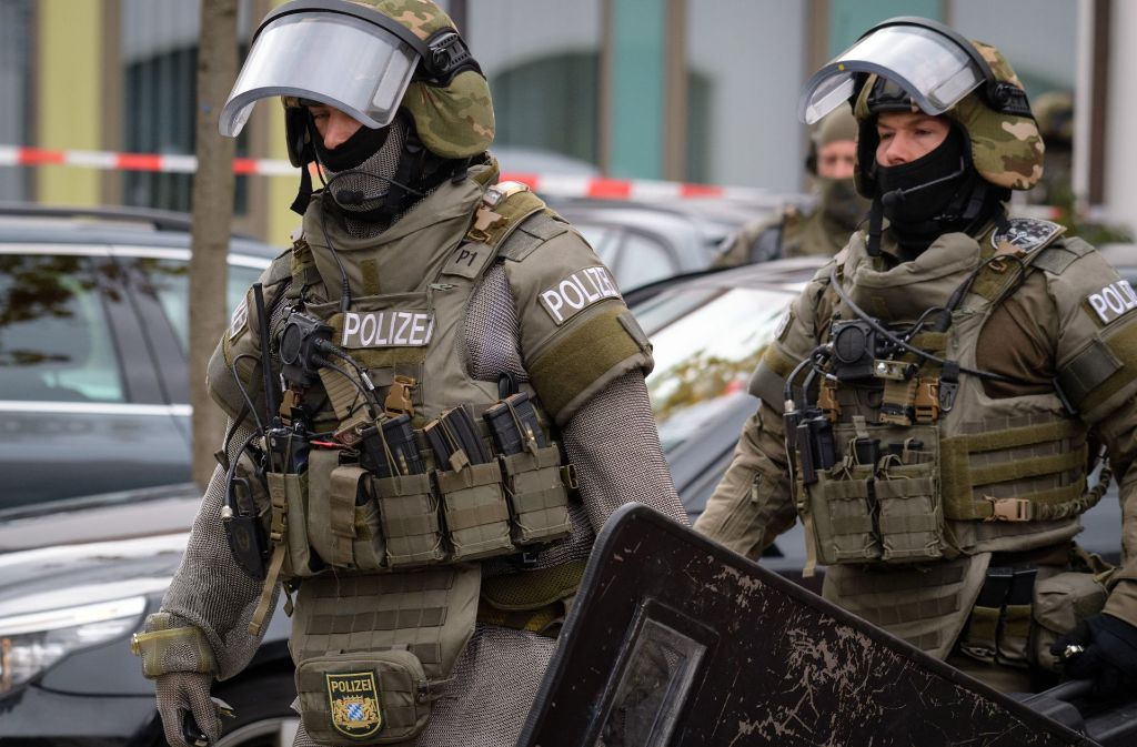 Das Sondereinsatzkommando der Polizei wurde nach Pfaffenhofen beordert. Foto: dpa