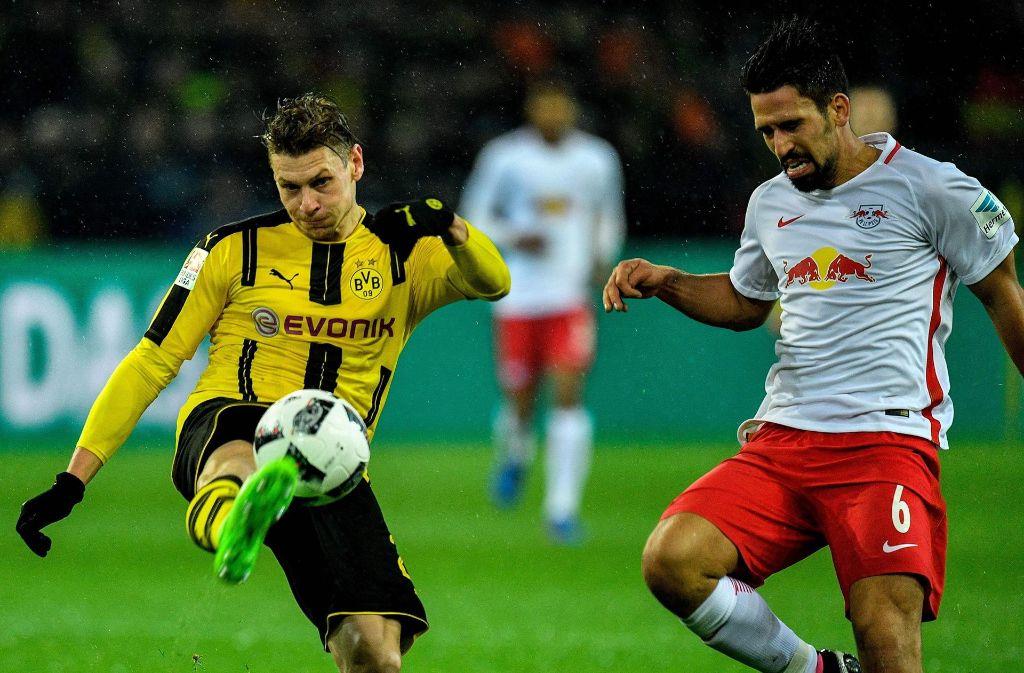 Rani Khedira, rechts, spielt aktuell bei RB Leipzig, trägt den VfB Stuttgart aber immer noch im Herzen. Foto: AFP