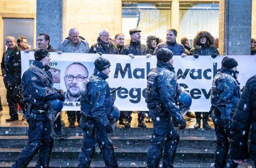 Gegenproteste bei Demo in Stuttgart