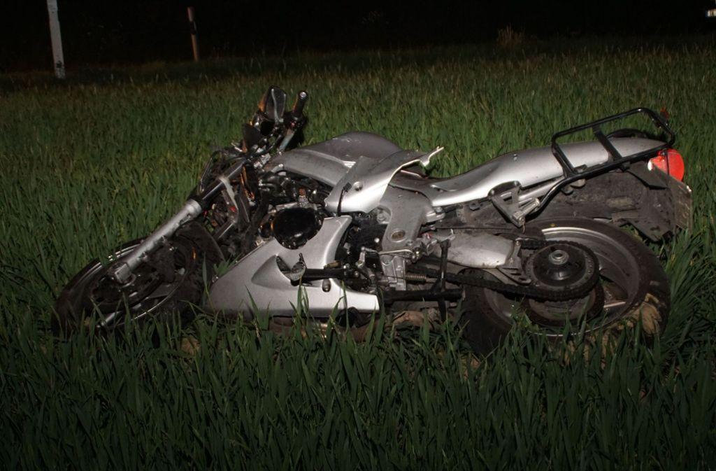 Der 56-jährige Motorradfahrer erlitt bei dem Unfall schwere Verletzungen, an denen er noch an der Unfallstelle verstarb. Foto: SDMG