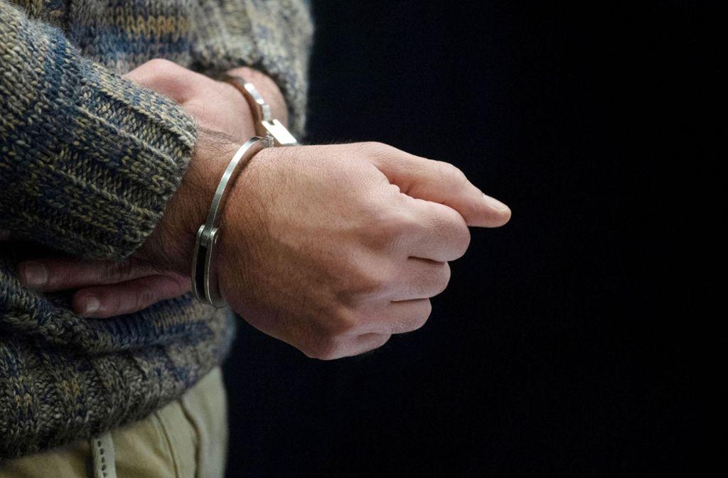 Der 31-jährige Verdächtige  wurde kurze Zeit nach der Tat  vorläufig  festgenommen. (Symbolbild) Foto: dpa/Marijan Murat