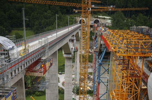 Höchste Bahnbrücke im Land fast fertig