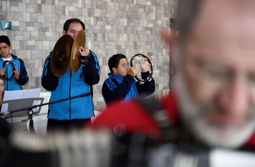 Das Orquesta Sinamune gemeinsam mit der Brenz Band in Aktion Foto: Reiner Pfisterer