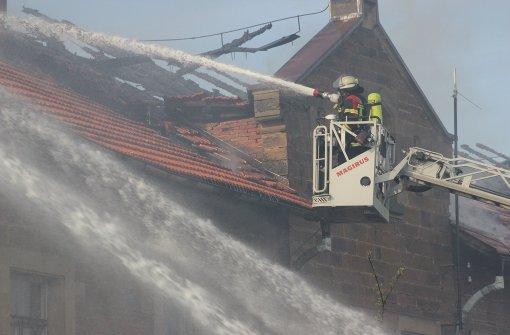 Alte Fabrikhalle brennt stundenlang