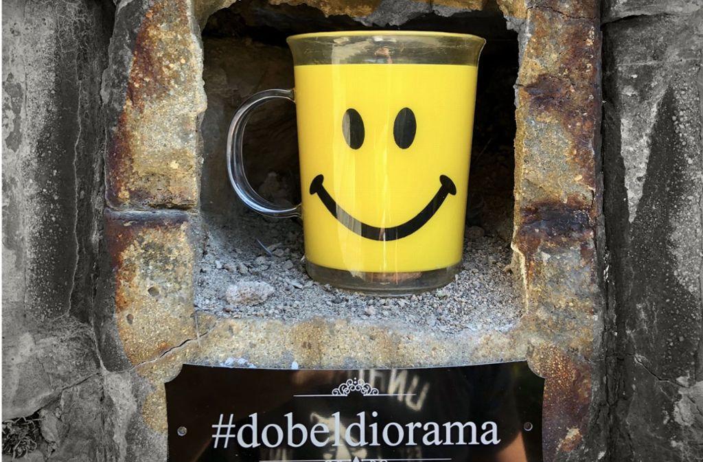 Unter dem Hashtag #dobeldiorama findet man immer wieder neue Figuren oder Gegenstände, die im Mauerloch der Dobelstaffel in Stuttgart-Mitte von unbekannten Fans dieses kuriosen Schauplatzes ausgetauscht werden. Foto: Oliver A. Krimmel