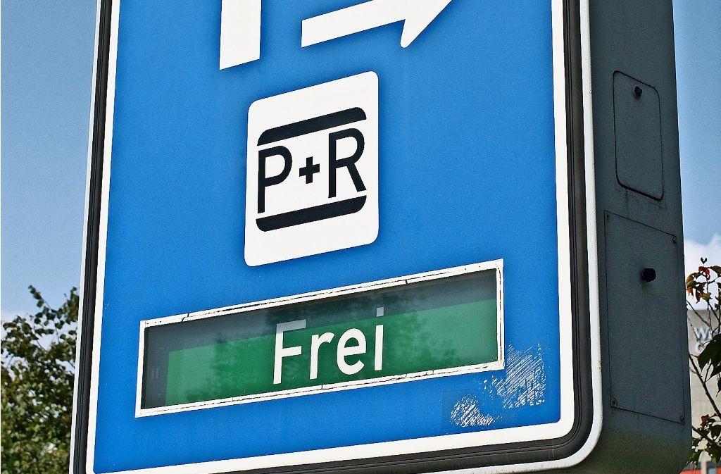 Park-and-Ride-Parkhaus: Tarife für  Langzeitparker steigen. Foto: www.mauritius-images.com