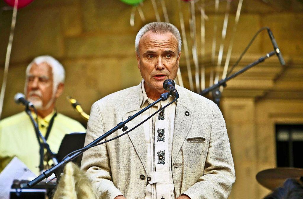 Werner Koch bei der Weindorf-Eröffnung im Hof des Alten Schlosses Foto: Peter-Michael Petsch