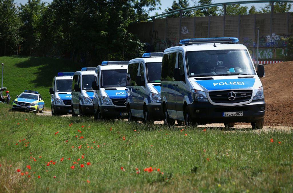Mit einem Großaufgebot sucht die Polizei in Weinstadt nach einer Vermissten. Foto: 7aktuell.de/Kevin Lermer