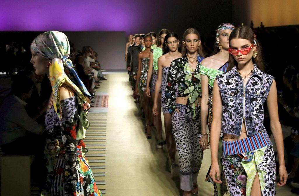 Auf der Mailänder Modewoche zeigt Versace in der vergangenen Woche die Frühjahrskollektion. Foto: AP