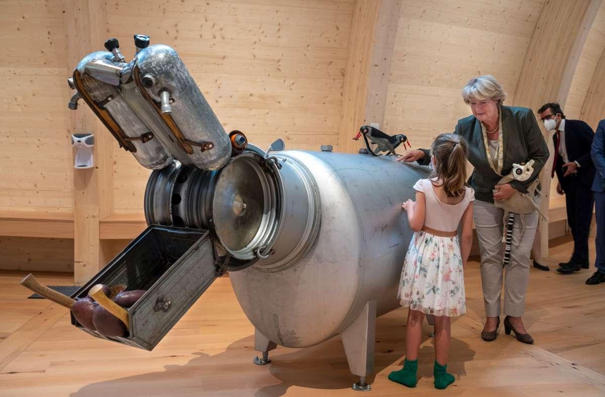 Kulturstaatsministerin Monika Grütters bei der Eröffnung des Kindermuseums Anoha in Berlin: auch diese Einrichtung bekommt Geld vom Bund. Foto: epd/Rolf Zoellner