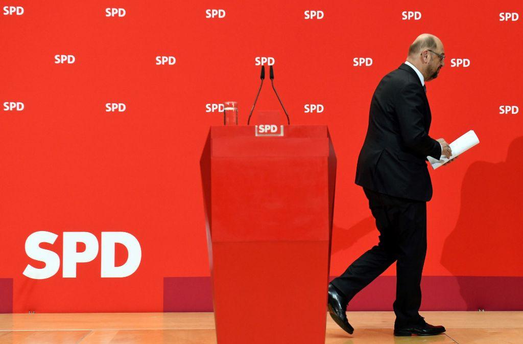 """Wohin führt sein Weg? Martin Schulz, """"Mister 100 Prozent"""", hofft auf dem SPD-Parteitag auf seine Wiederwahl zum Vorsitzenden. Foto: dpa"""