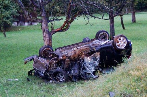 Zwei Schwerverletzte nach Unfall auf B295