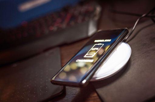 Ohne Ladekabel Strom für das Smartphone zapfen