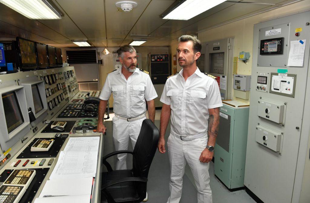 """Florian Silbereisen (rechts) und Daniel Morgenroth auf dem ZDF-""""Traumschiff"""" Foto: ZDF//Dirk Bartling"""