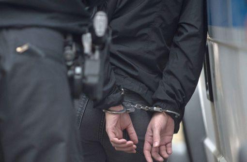 Randalierer verletzt sechs Polizisten