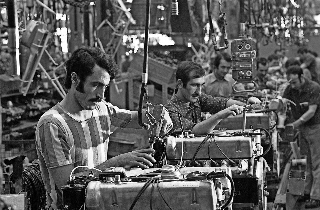 Gastarbeiter bei der Arbeit am Band Foto: Domid/Rudel