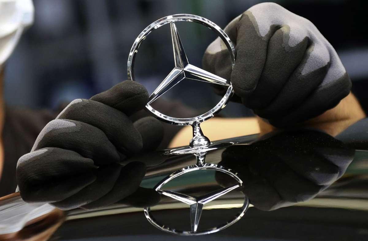 Der weltweite Engpass bei Halbleitern führt bei Daimler zu Zwangspausen bei der Autoproduktion. Foto: picture alliance //Matthias Schrader