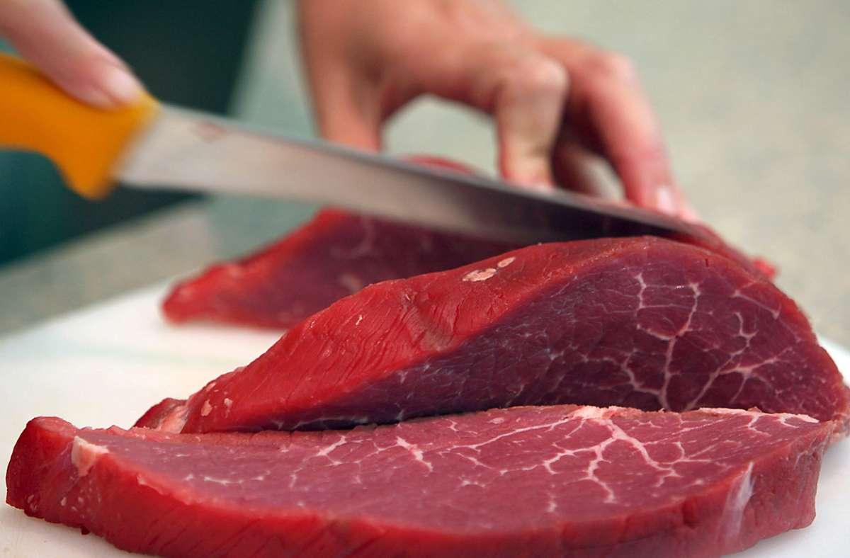 Viele Menschen wollen bewusster Fleisch essen. Foto: dpa/Oliver Berg