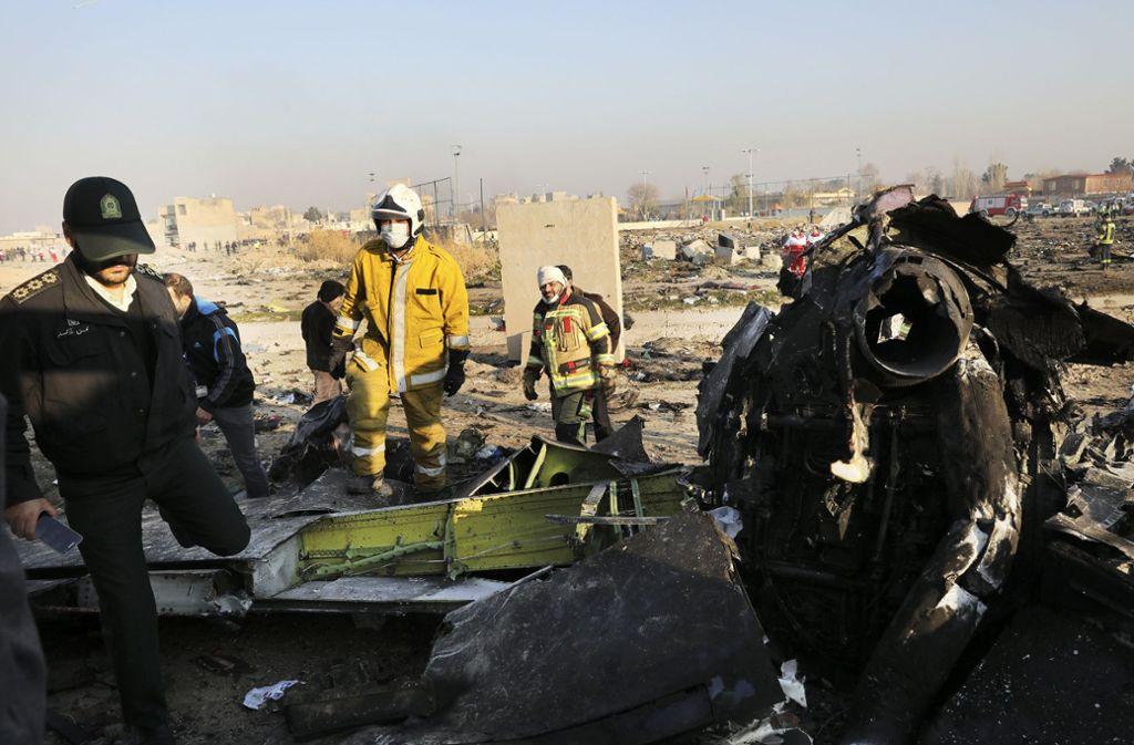 Die ukrainische Maschine war kurz nach dem Start in der Nähe des Flughafens vonTeheran abgestürzt. Foto: AP/Ebrahim Noroozi