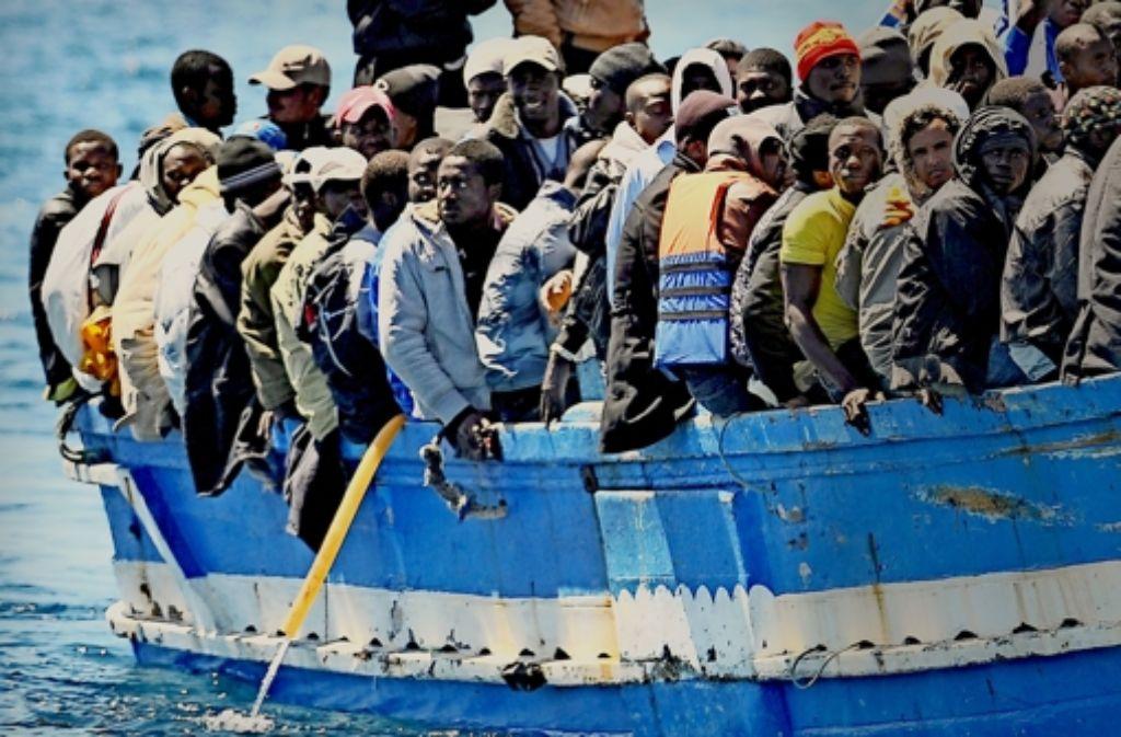 Jedes Jahr machen sich Tausende von Flüchtlingen auf den Weg über das Meer. Foto: dpa