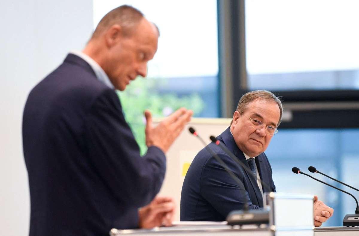 Friedrich Merz und Armin Laschet in Stuttgart Foto: AFP/THOMAS KIENZLE