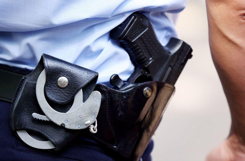 Polizisten konnten die beiden Jugendlichen festnehmen. (Symbolbild) Foto: dpa/Oliver Berg
