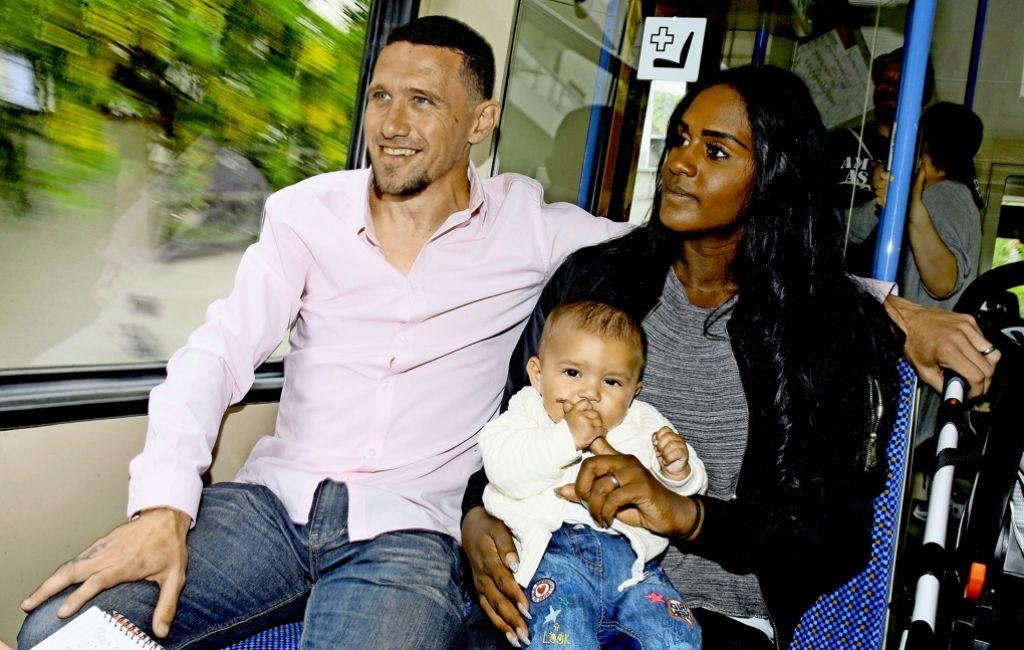 Sean Dundee nutzt das Zacke-Gespräch zum Familienausflug. Foto: Baumann