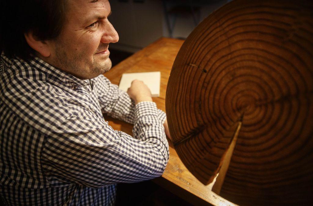 Kennt sich bestens aus mit (Tropen-)Holz: Johannes Schwegler aus Korb. Foto: Gottfried Stoppel