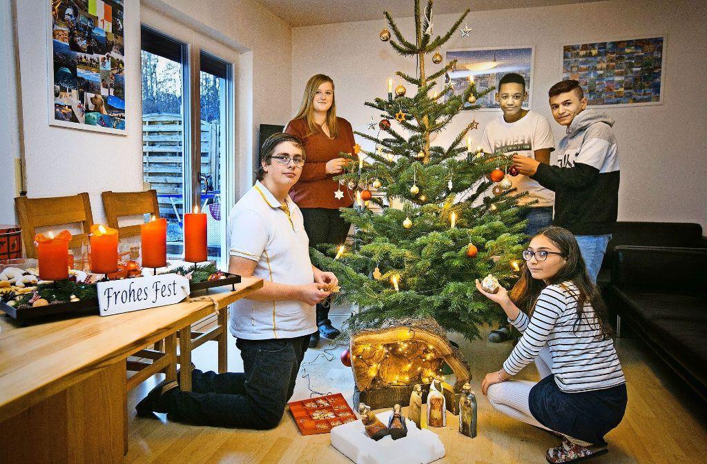 Selbst gebackene Plätzchen,Kerzen, Krippe und ein Weihnachtsbaum – die Feier in dem Filderstädter Heim kann beginnen. Foto: Horst Rudel