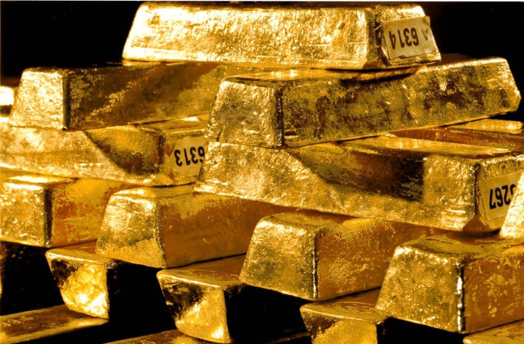 Zwei Männer und eine Frau  sollen Anlegern lukrative Goldgeschäfte vorgespiegelt haben. Ein weiterer Angeklagter ist gestorben. Foto: dpa/Bundesbank