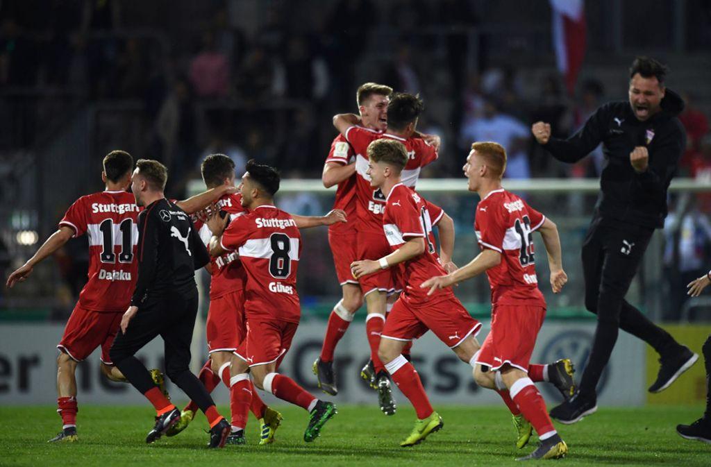 Allen  Grund zu feiern haben die Junioren des VfB Stuttgart. Foto: Pressefoto Baumann