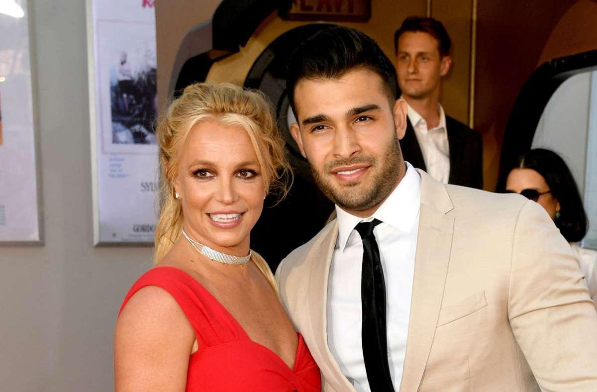 Britney Spears  und ihr Verlobter  Sam Asghari Foto: AFP/KEVIN WINTER